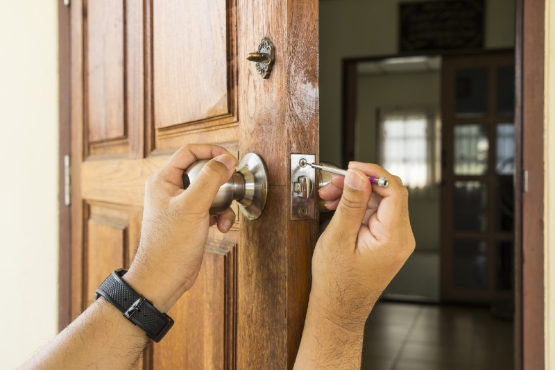 Is it cheaper to rekey or replace master keyed locks - Should You Call a Locksmith